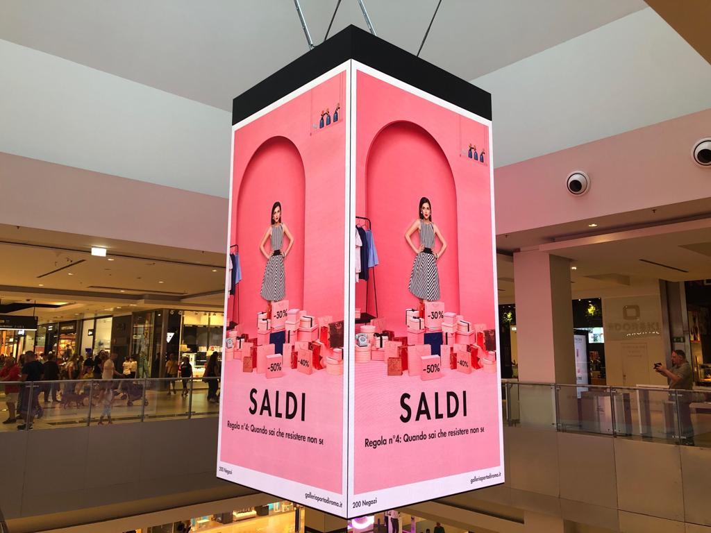 Tecnologie per il retail nel Packable Led cube di Porte di Roma - Hall
