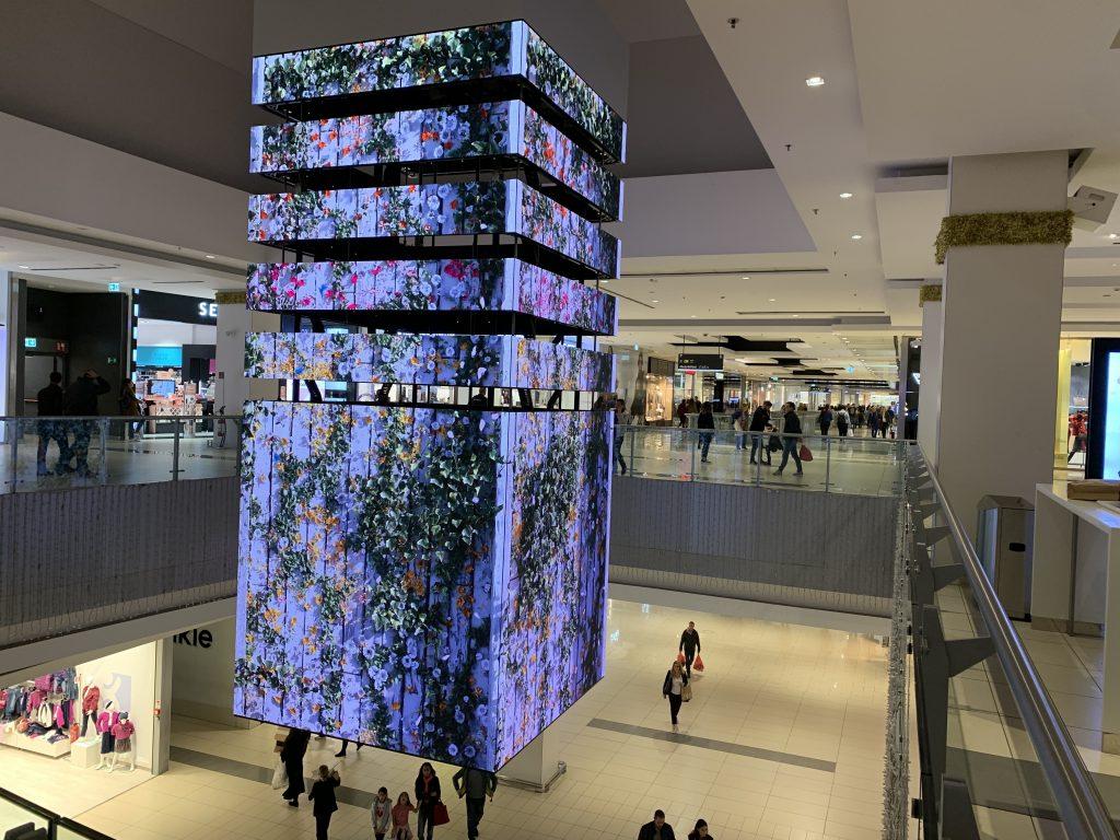 Tecnologie per il retail nel Packable Led cube di Porte di Roma